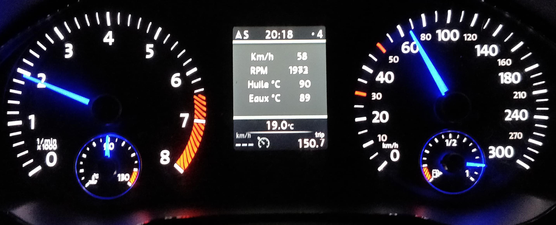 L'écran couleur d'origine d'une Volkswagen Golf 6 R équipé du POLARFIS PF04 permet d'afficher de très nombreuses informations moteur : Température d'eau, d'Huile, Pression de Turbo, Valeur AFR, Capteur MAP, Cycle N75, Température Intercooler ou EGT !